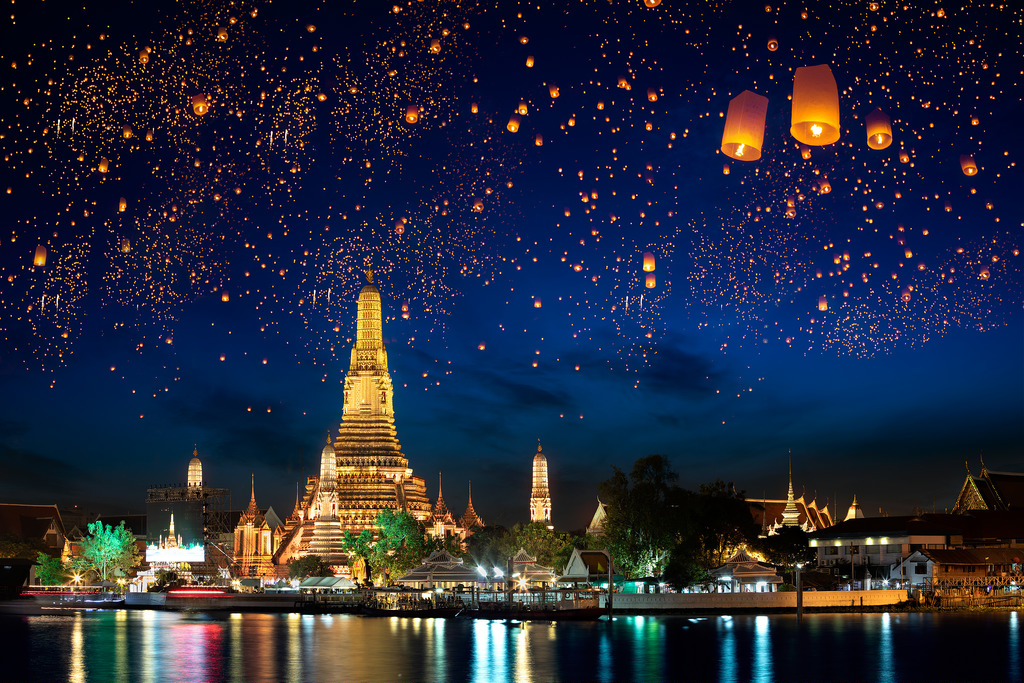 Wat Arun with Krathong Lanterns, Bangkok, Thailand